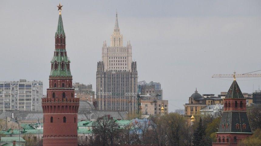 Не кнутом, но пряником: Россия не пойдет на уступки Западу без…