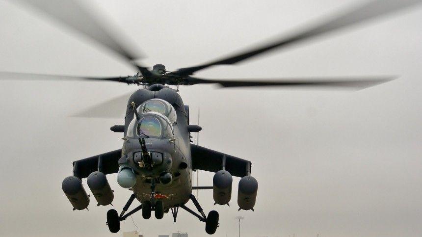 Экипаж вертолета Ми- , вынужденно севшего в Сирии, доставили на…