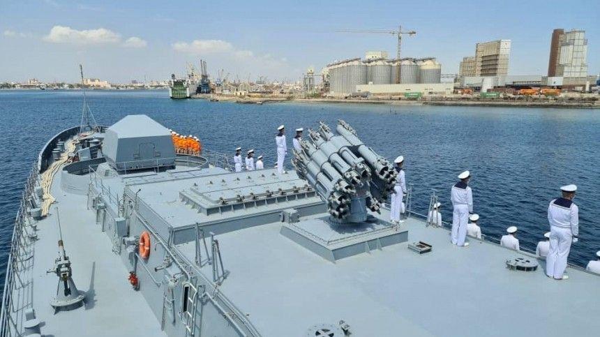 Боевой корабль ВМФ РФ впервые вошел в порт…