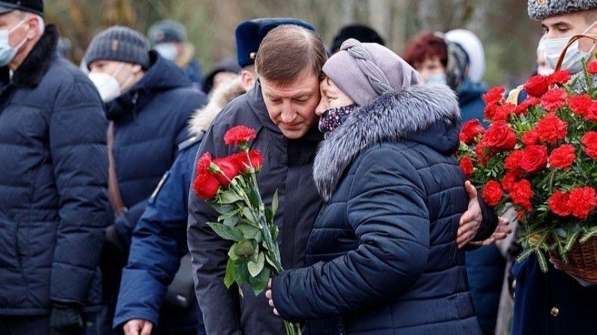 Никто не забыт, ничто не забыто: в Пскове почтили память десантников  -й…