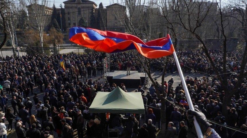 Факельное шествие прошло в столице Армении …
