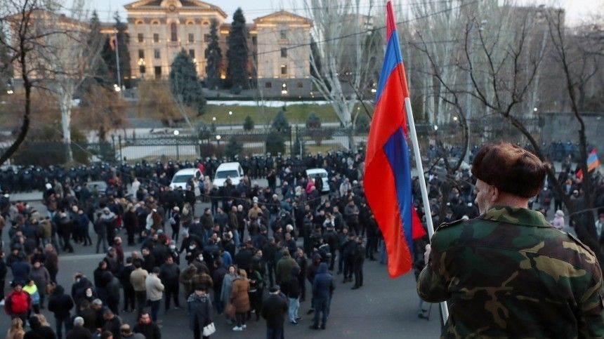 Противники Пашиняна ворвались в правительственное здание в центре…