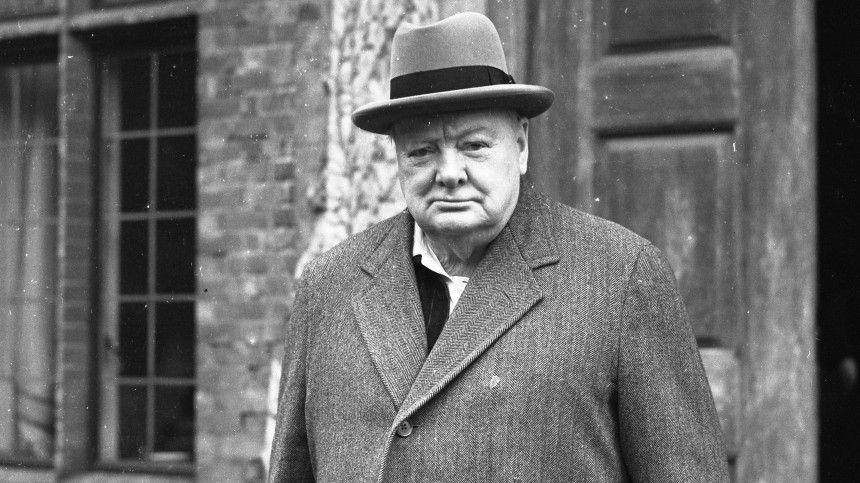Анджелина Джоли продала картину кисти Уинстона Черчилля за , …