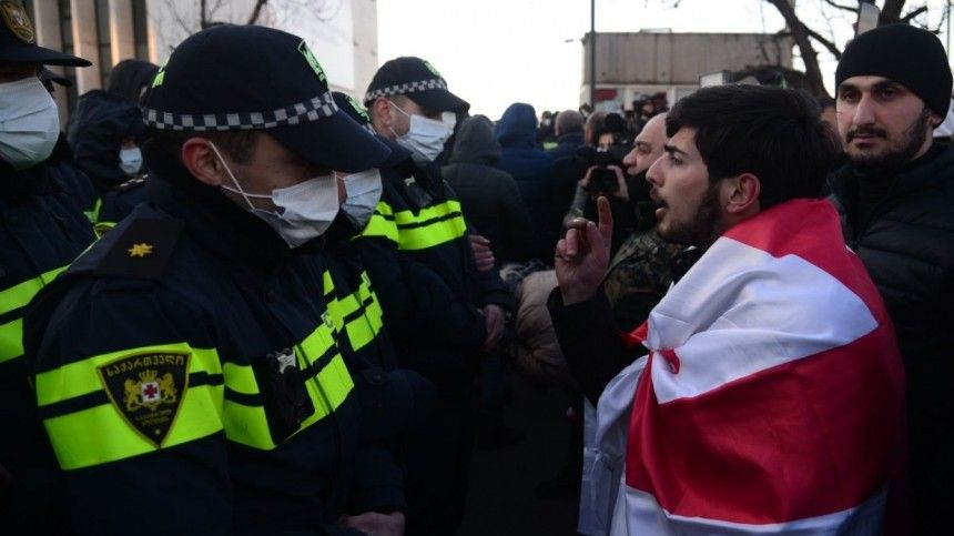 Семь человек задержаны во время акции в поддержку соратника…