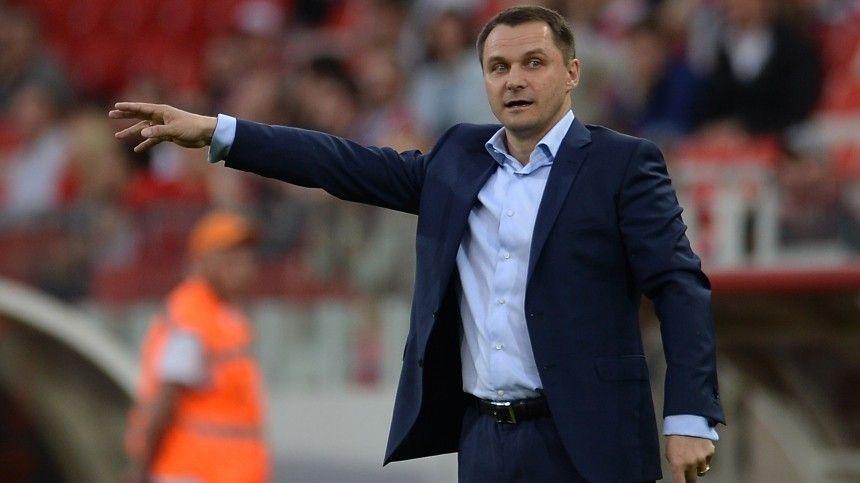 Не могут разбираться в футболе : экс-капитан  Зенита  Кобелев о…