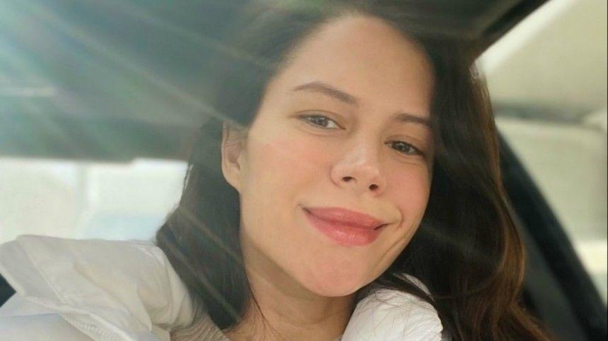 Звезда  Отеля Элеон  прокомментировала слухи о беременности от Ивана…