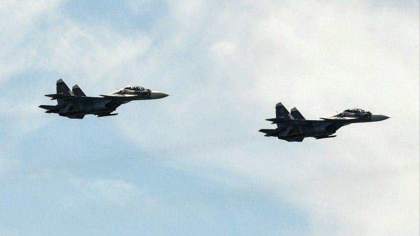 Российские летчики и моряки в Сирии отработали сопровождение…
