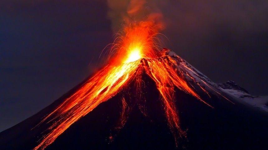В Гватемале началось мощное извержение вулкана Пакая …