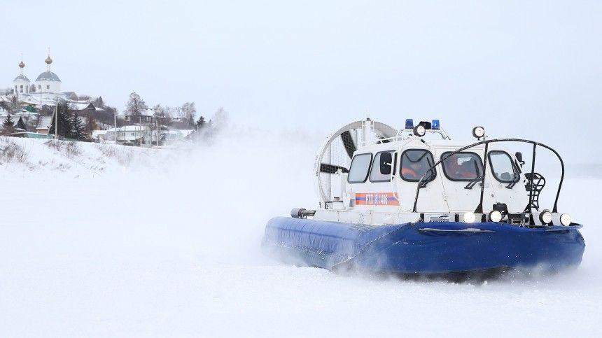 Любителей зимней рыбалки чудом спасли с отколовшейся льдины на…