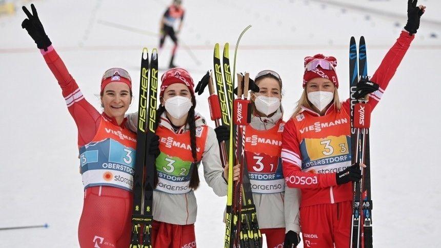 Российские лыжницы взяли серебро в эстафете чемпионата…