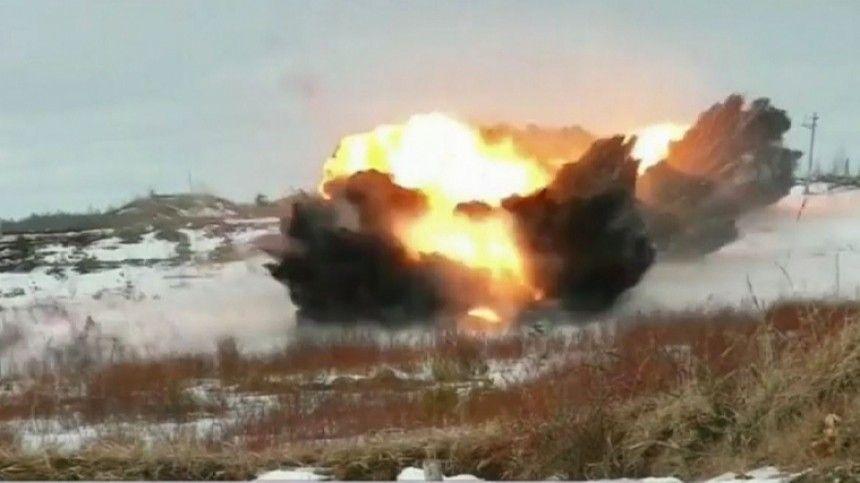 Саперы установкой  Бастион  проложили путь для танков через минное…
