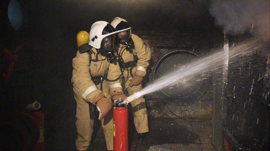 И в огонь, и в воду: Учения девушек-курсантов прошли на корабле в Петергофе…