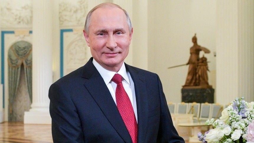 Путин поздравил россиянок с Международным женским…