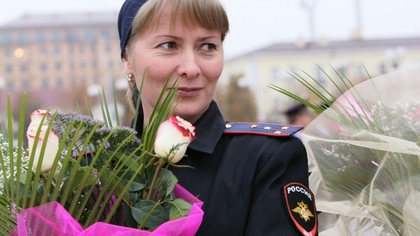 Леди в погонах: в МВД поздравили сотрудниц с наступающим  Марта …