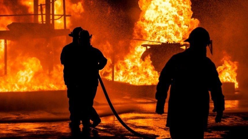 Полыхал лед : очевидец рассказал о пожаре после прорыва на нефтепроводе в…