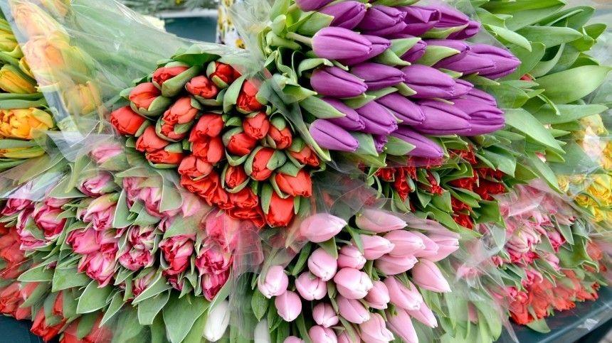 Какие цветы нельзя дарить женщинам на…