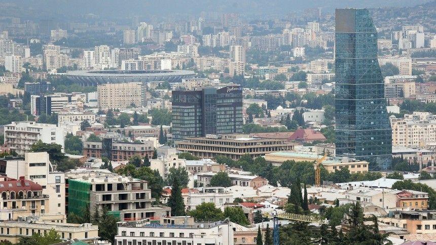 Офис партии Саакашвили обстреляли в Тбилиси