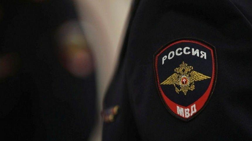Правоохранитель был вынужден открыть огонь понеадекватному мужчине.