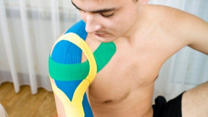 Спортивный врач Валерий Васильев рассказал опротивоотечном эффекте метода кинезиотейпирования.