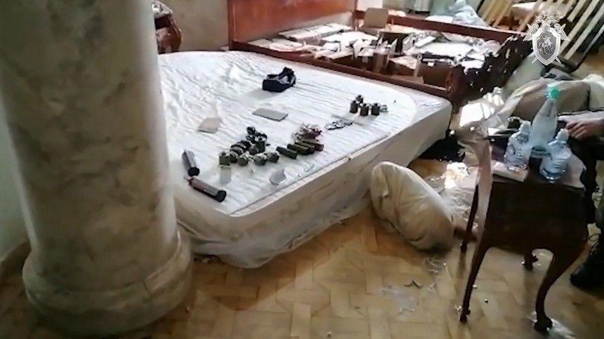 Бизнесмен Владимир Барданов устроил перестрелку состражами порядка, которые приехали собыском вего особняк, ипогиб при пожаре.