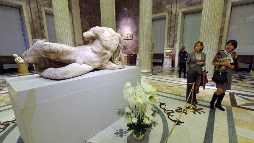 Эрмитаж получил жалобу на плохо влияющие на детей обнаженные скульптуры