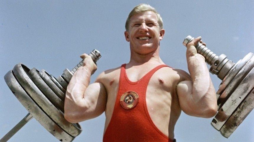 Завремя своей спортивной карьеры онустановил 26 мировых рекордов истал обладателем Олимпийской медали.