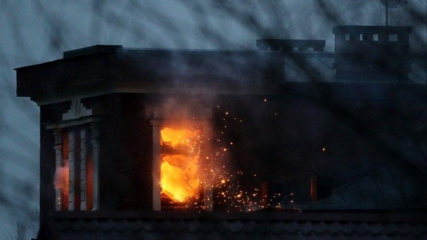 Известного бизнесмена уличили внезаконном хранении оружия. Попытка провести обыск вего доме завершилась взрывом имощнейшим пожаром.