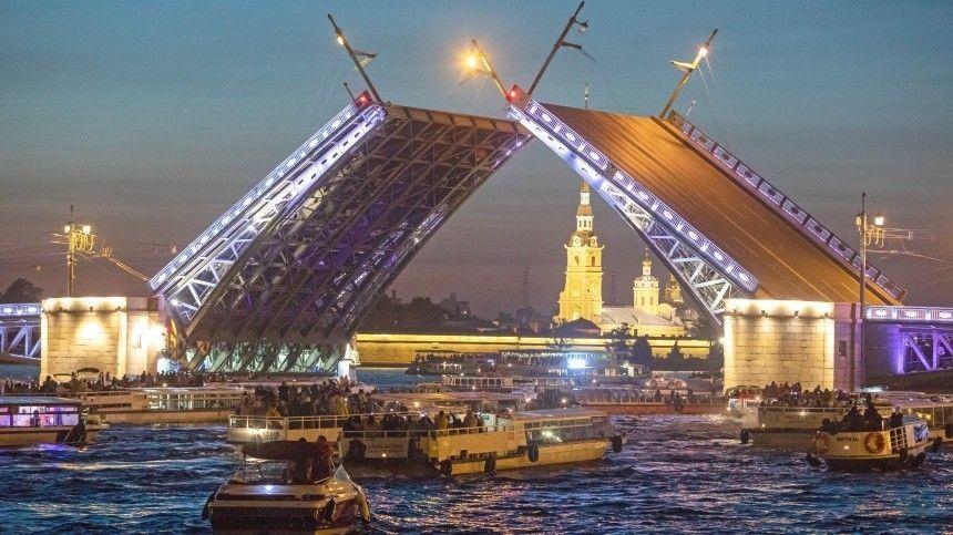 Сезон навигации и регулярное разведение мостов стартуют в Петербурге