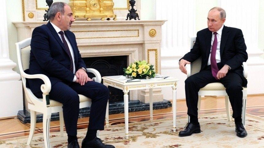 Российский лидер встретился вКремле сНиколом Пашиняном, апосле созвонился сИльхамом Алиевым. Вочередной раз Путин подтвердил, что наша страна остается единственной силой, способной обеспечить покой вНагорном Карабахе.