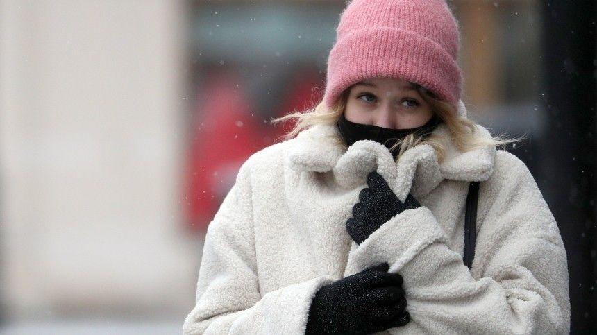 Метеоролог отметил, что сейчас температура воздуха превышает норму.