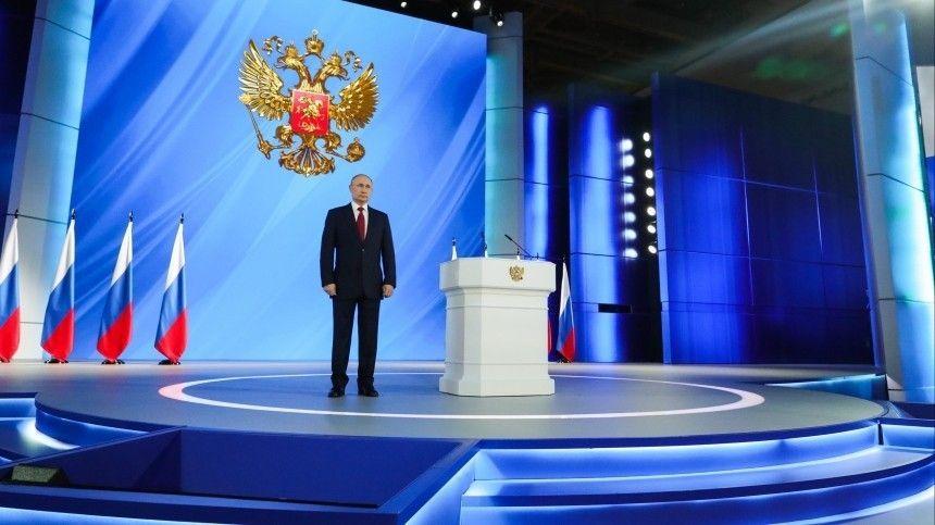 ВКремле напомнили, что текст послания глава государства дорабатывает лично допоследних минут перед мероприятием.