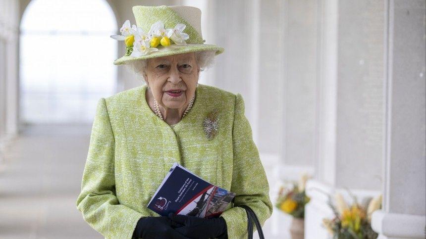 Сын Елизаветы II рассказал о ее реакции на смерть принца Филиппа