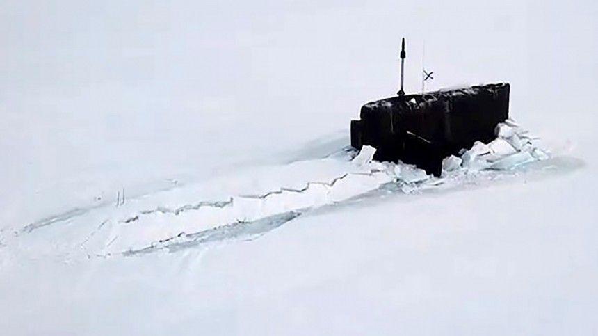 Больше всего восхищение вызвал тот факт, скакой легкостью три субмарины проломали полутораметровую толщу льда вАрктике.