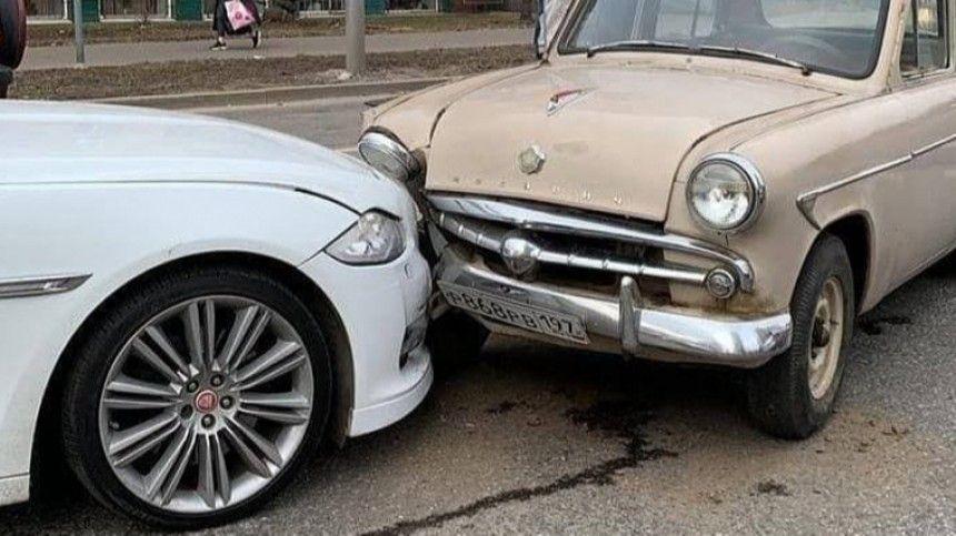 Отечественная машина пострадала сильнее, чем иномарка.
