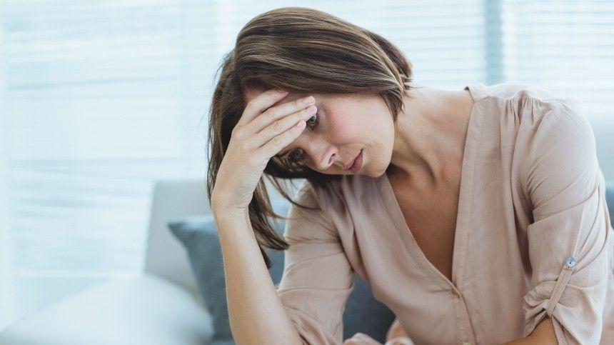 Винтервью 5-tv.ru Алина Аккиева объяснила, чем депрессия отличается отплохого настроения.