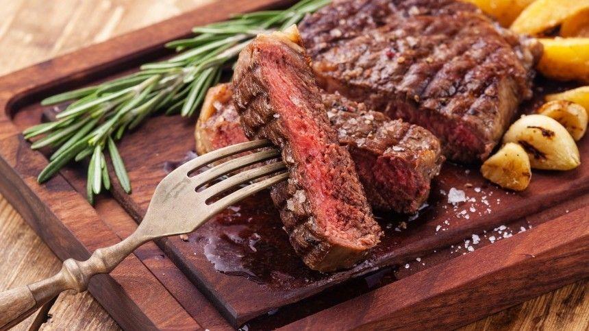 Как правильно выбрать мясо для стейка? Сколько жарить рибай? Почему нельзя подавать мясо сжаровни?