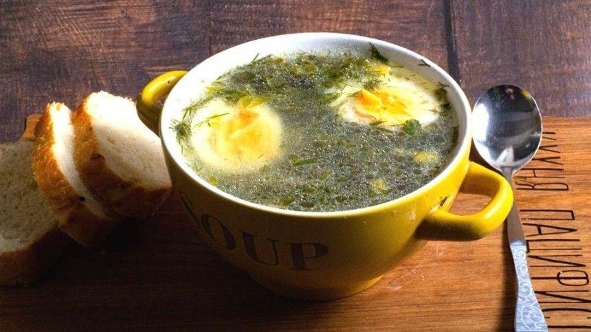 Кулинарный блогер Максим Гринкевич делится рецептом горячего блюда, которое легко приготовить весной, когда появляется много свежей зелени.