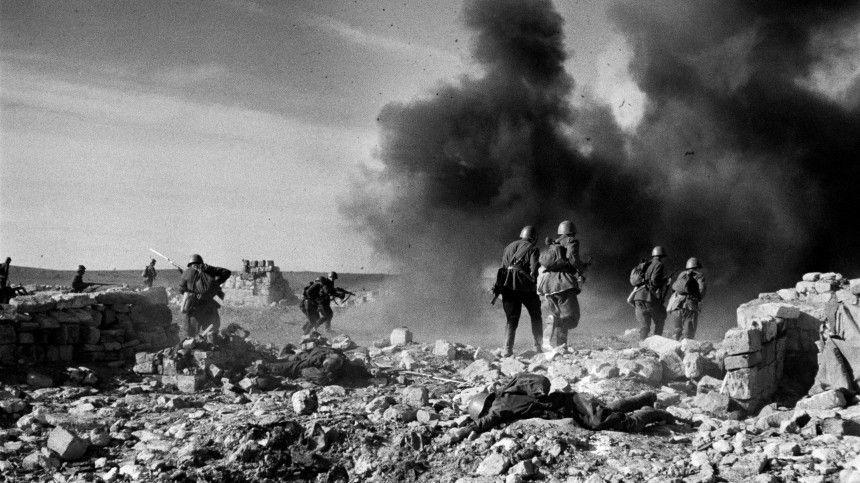 Вовремя оккупации вВеликую Отечественную полностью были разрушены Керчь, Севастополь имногие курорты. Жителей тысячами топили вморе, травили газом ирасстреливали.
