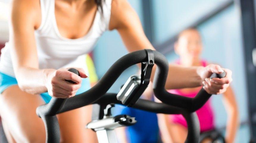 Правильные физические нагрузки полезны для женского организма даже вовремя месячных ибеременности, утверждает спортивный врач Марк Озолинь.