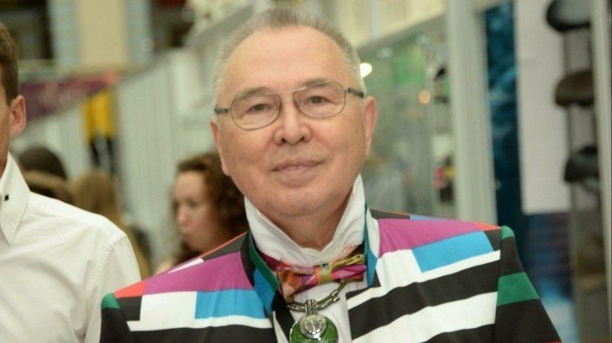 Гарафутдиновы сделали 83-летнего модельера «звездой» молодежной социальной сети.