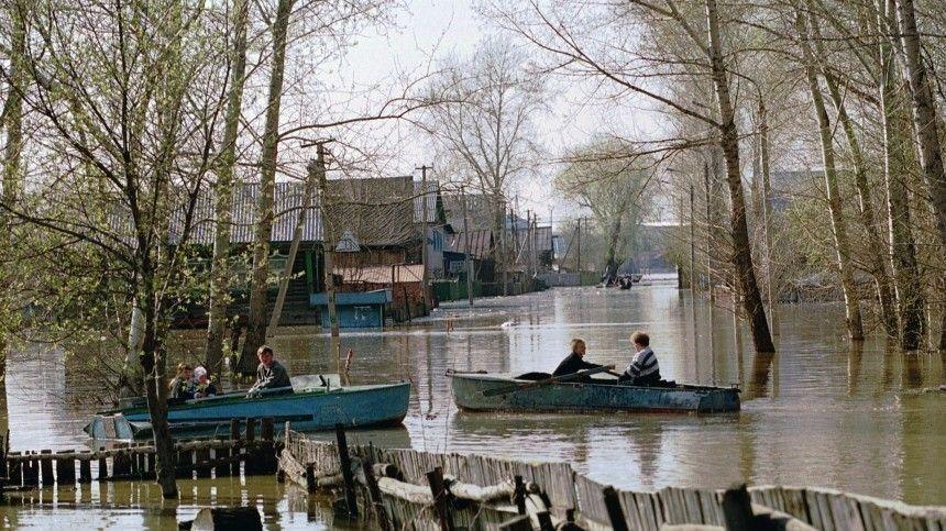 Ноэвакуация награни срыва— многие жители, опасаясь заимущество, готовы уйти под воду вместе сосвоими домами.