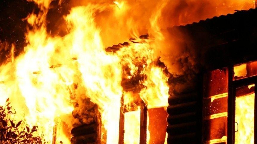 Вохватившем огнем деревянном доме погибли пятеро ихбратьев исестер.