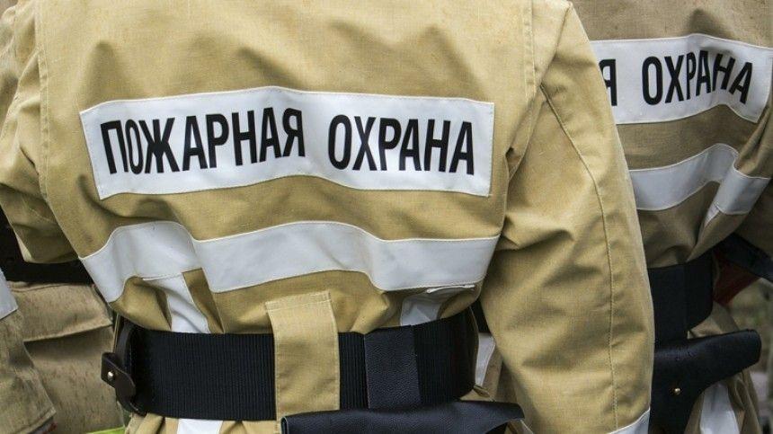 Площадь пожара увеличилась до400 метров.