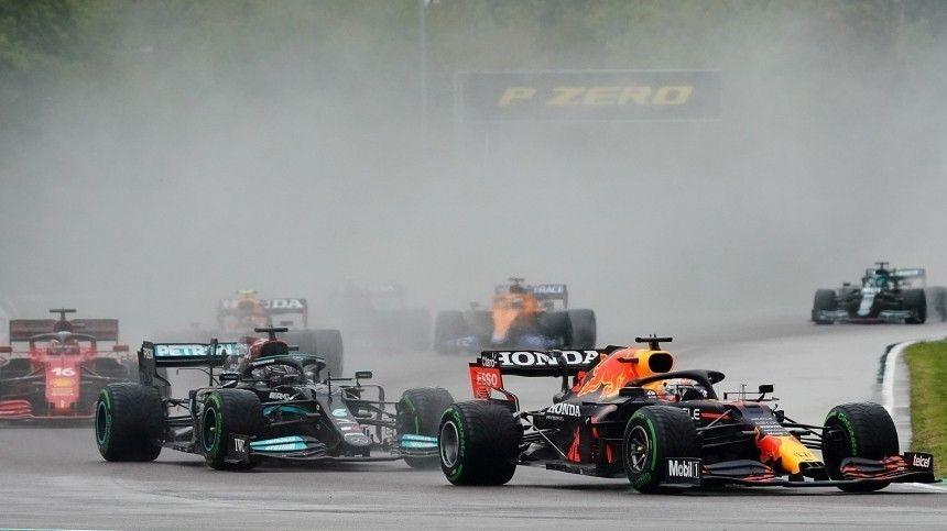 Два болида Формулы-1 жестко столкнулись во время гонки  видео