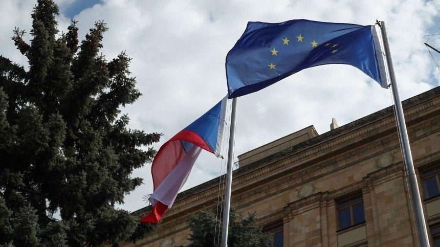 Дипломаты Чехии начали собирать вещи для выезда из посольства в Москве