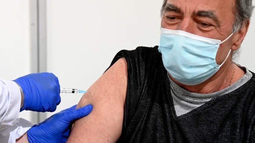 В Москве хотят начать поощрять привившихся от коронавируса пенсионеров