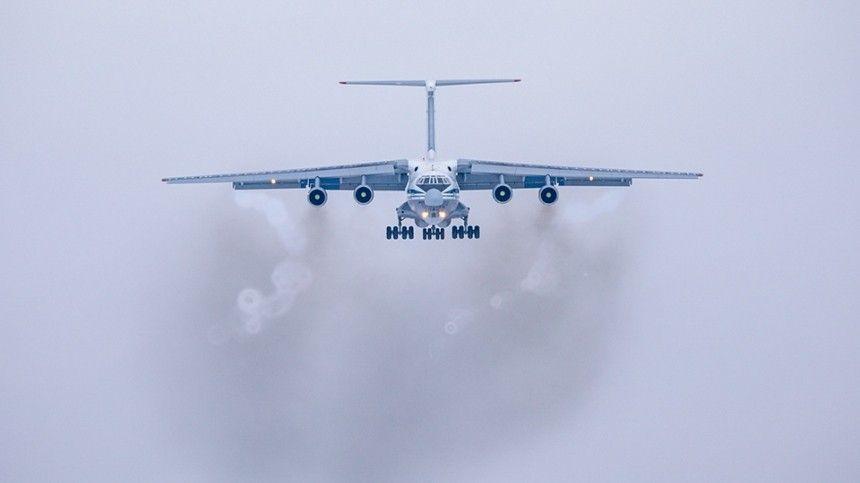 Вырабатывает топливо: аварийная посадка Ил-78 ожидается ближе к полудню