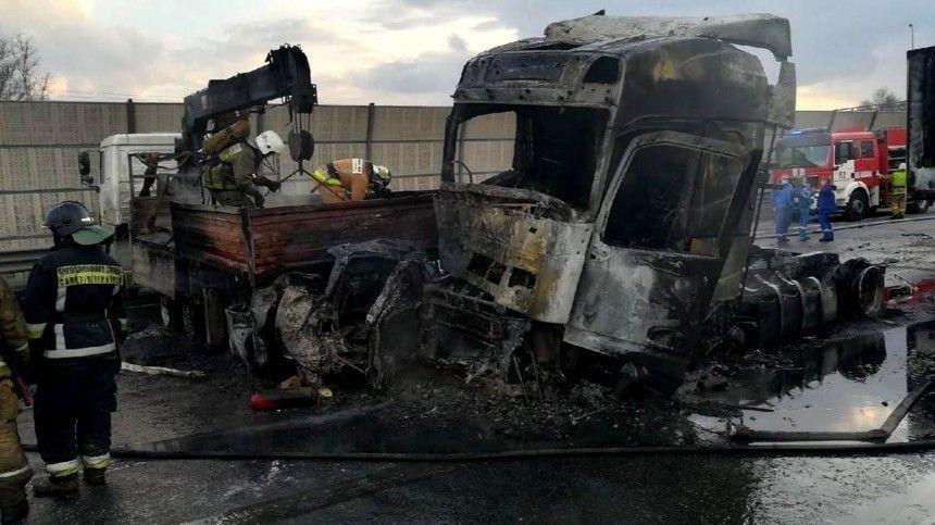 Увеличилось число жертв чудовищного ДТП с грузовиками на КАД в Петербурге