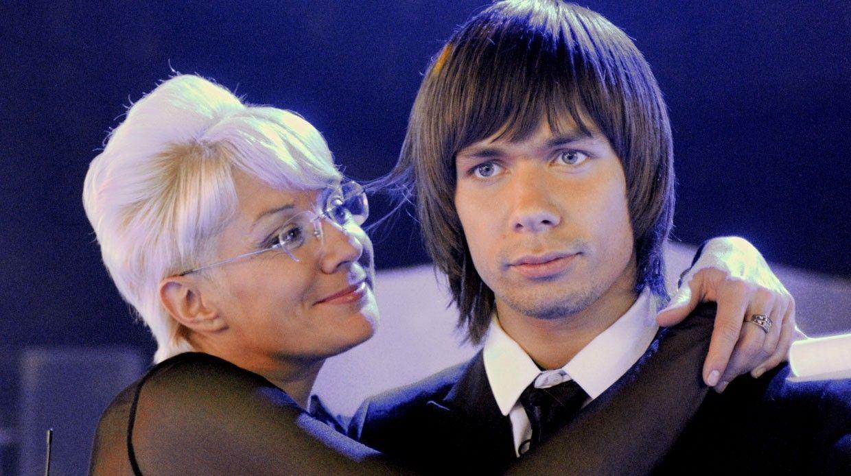 Почему Анна Нетребко стала переживать заздоровье сына? Удалосьли вылечиться дочери Юлии Высоцкой?