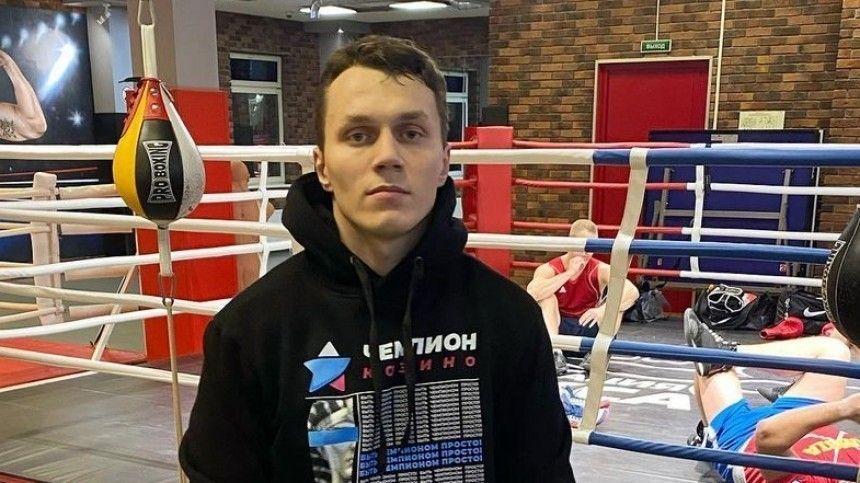 Бойца MMA Артема Тарасова, атакже его товарища— бойца Никиту Солонина— отвезли вотел полиции после драки наМосковском вокзале